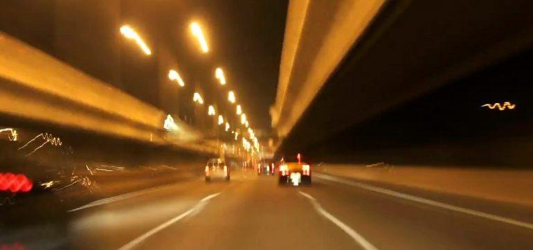 Tips Mengendarai Mobil Dengan Kecepatan Tinggi